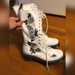 Dr Marten Rose Embroidered White 14 Eye Vonda Boot